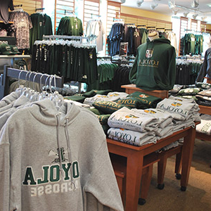 Loyola sweatshirts and t-shirts hanging in the 洛约拉 书店